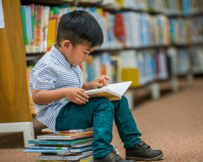 A child reading in the library.