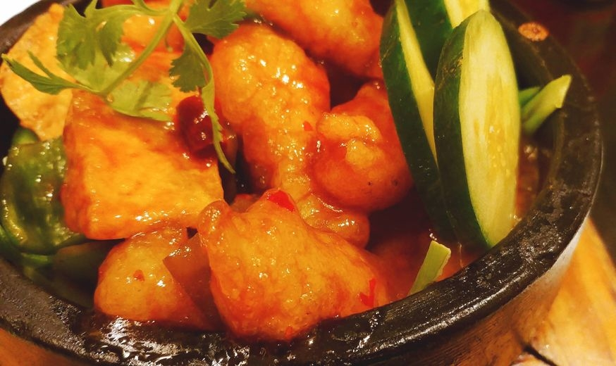 Lugang Cafe's Sizzling Spicy Garlic Fish in Clay Pot