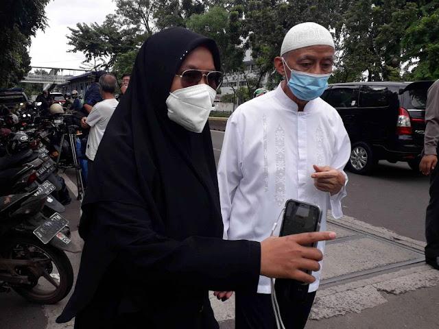 Dijaga Super Ketat, Mertua dan Kerabat Syekh Ali Jaber Kesulitan Menuju ke Rumah Duka