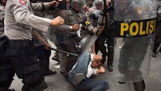 Aparat Dilarang Menganiaya Demonstran yang Tertangkap