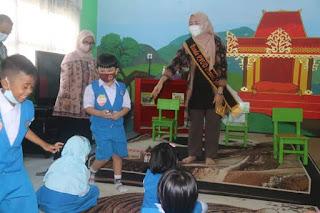 Jelang Hari Anak Nasional Hj. Hesnidar Dorong Minat Baca Pada  Anak
