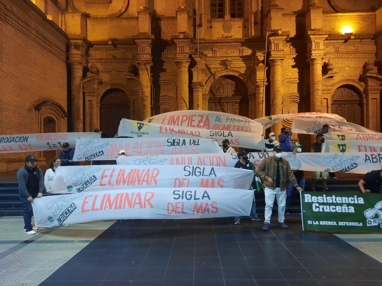 Vigilia de la Resistencia Cruceña instalada el domingo en la plaza 24 de Septiembre / RRSS