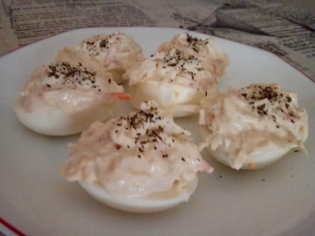 Huevos Rellenos De Ensalada Americana