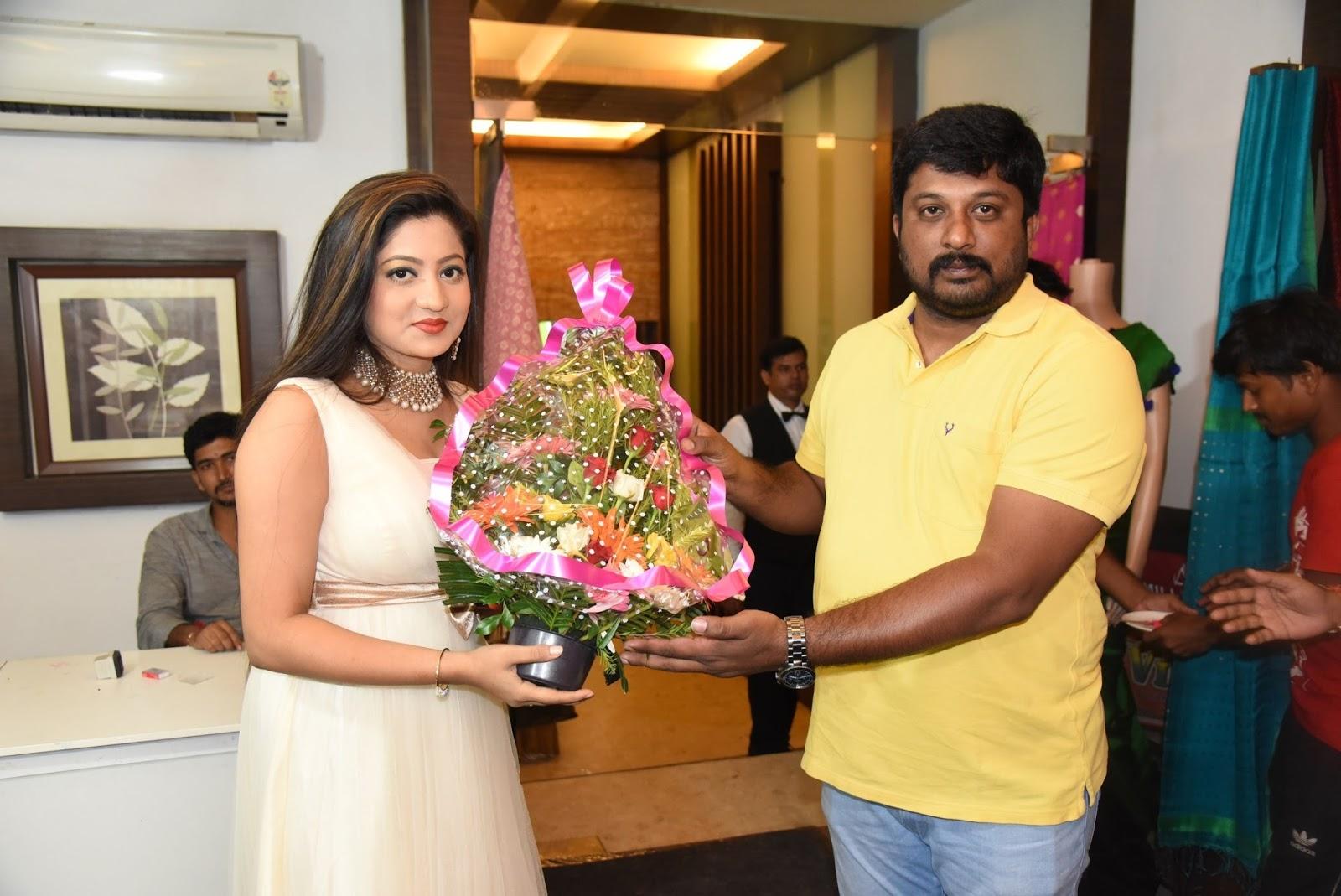 Actress Lipsa Mishra Inaugurates Silk India Expo at Bhubaneswar