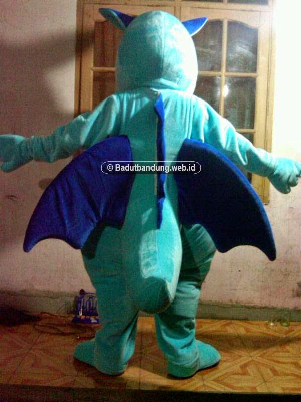 gambar badut draco buaya naga biru maskot medan tampak belakang