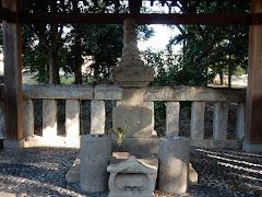 上杉憲英の宝篋印塔