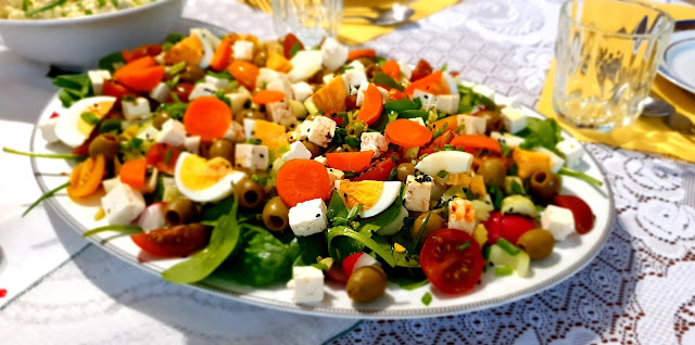 szybka sałatka z łososiem, łosoś wędzony suempol. suempol,łosoś wędzony na zimno,sałatka na imrezę z kuchni do kuchni,najlepszy blog kulinarny,sałatka na imieniny, zdrowa sałatka,fit sałatka,odchudzanie,