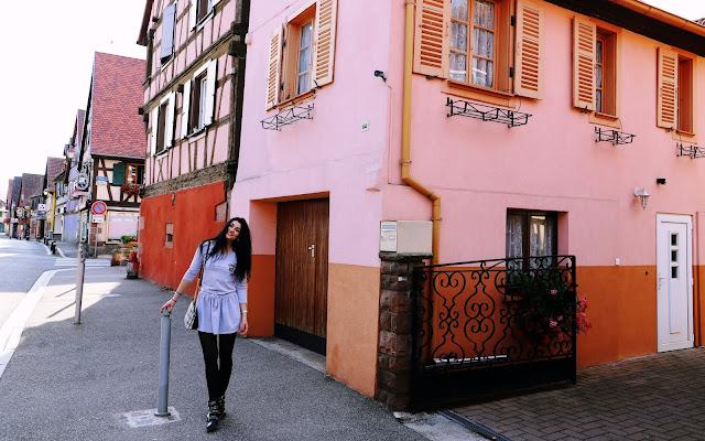 Szara sukienka na chłodniejsze dni - Francja  - Czytaj więcej »
