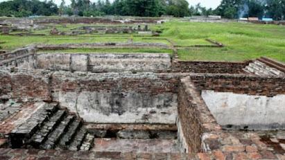 Keraton Surosowan, Sejarah dan Bentuk Bangunanya
