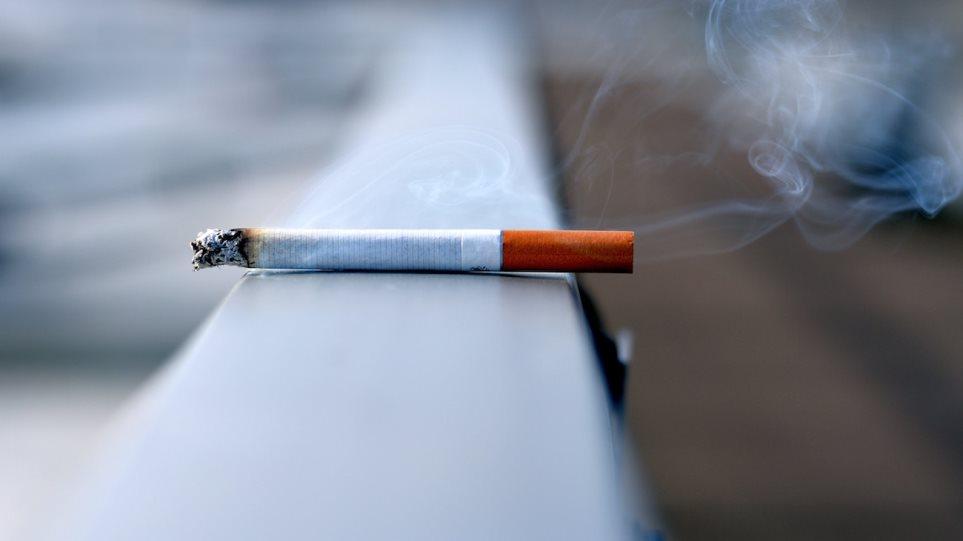 Οι Έλληνες «κόβουν» το κάπνισμα – Τι δείχνουν τα τελευταία στοιχεία