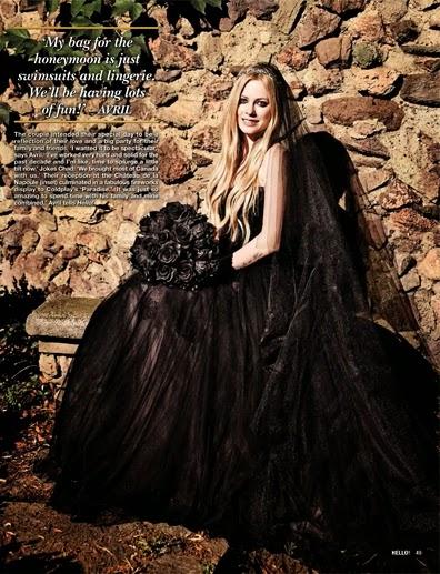 Avril Lavigne de noiva com vestido preto