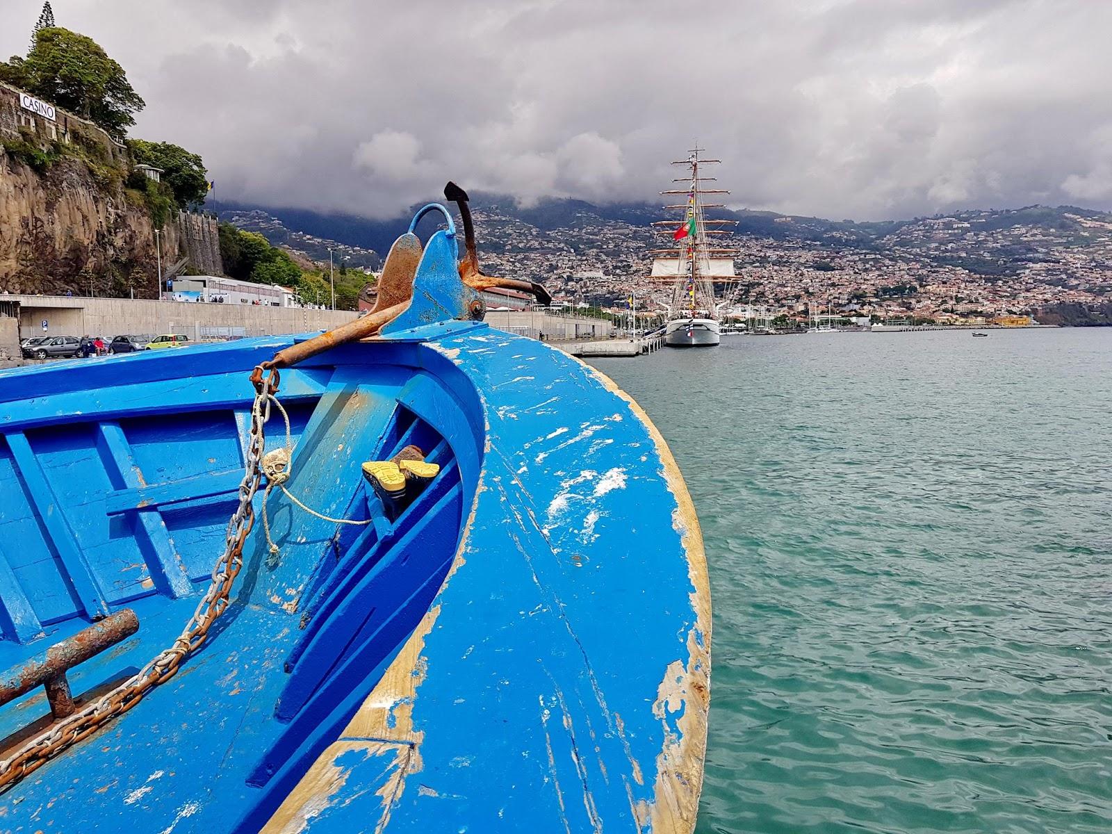 o barco de pesca e a Sagres