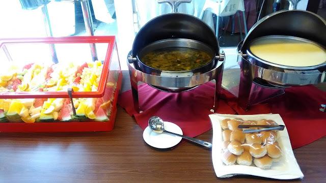 Pelbagai jenis sup untuk dicicah dengan roti