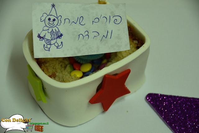 note inside cake