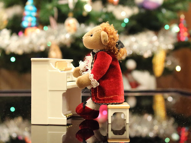 Stuffed bear playing the piano Christmas decor