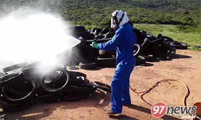 Brumado: Após denúncia, pneus que estão no Parque de Exposições são pulverizados