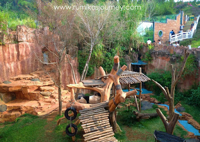 panda-raksasa-tidur-puas-di-istana-panda-taman-safari-indonesia-bogor