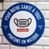 Figyelmeztető tábla a párizsi metróban