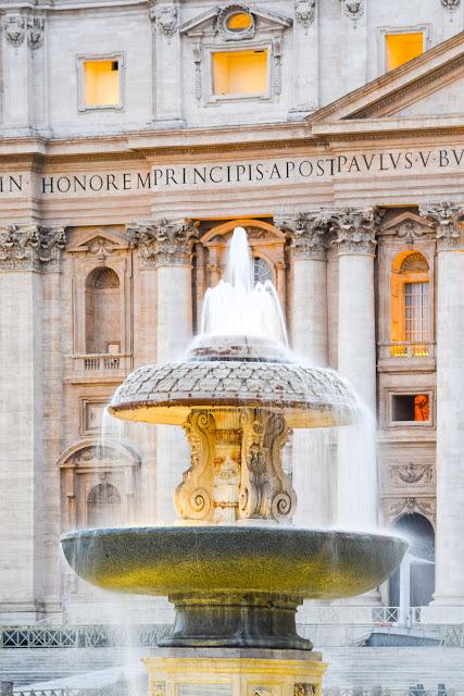 Фонтан Бернини в базилике Святого Питера. Площадь Святого Петра, Ватикан