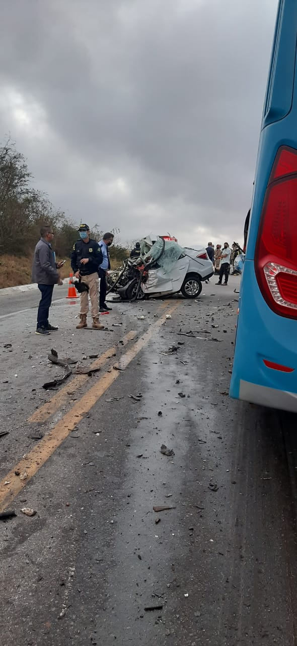 Acidente gravíssimo de trânsito no Agreste deixa mortos e feridos