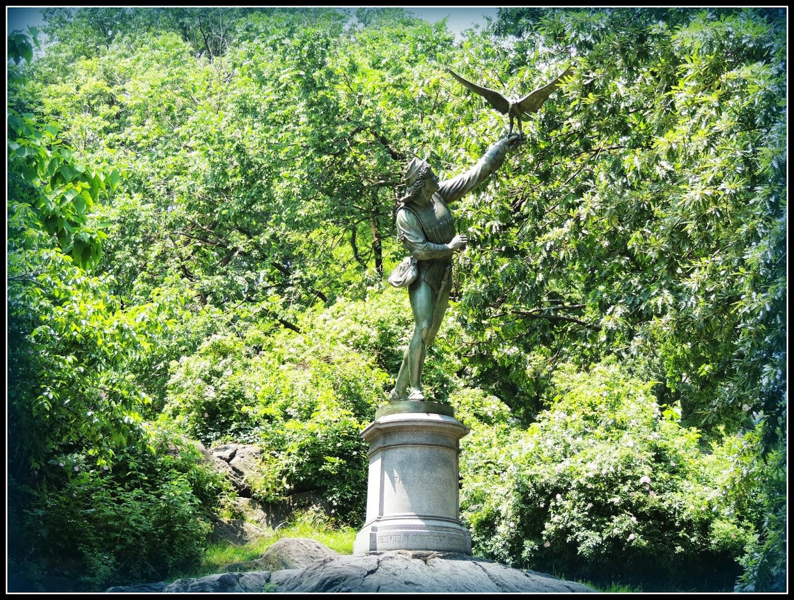 NY en 3 Días: Escultura The Falconer de Daniel Webster en Central Park