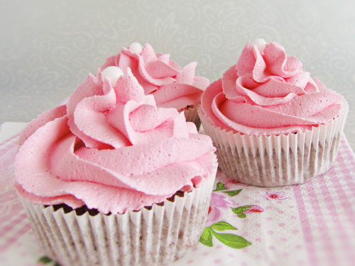 schoko minz cupcakes mit erdbeer frosting backgasse. Black Bedroom Furniture Sets. Home Design Ideas
