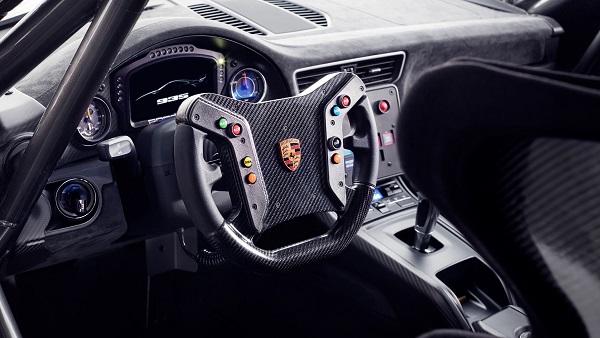 Porsche 935 2019 Interior