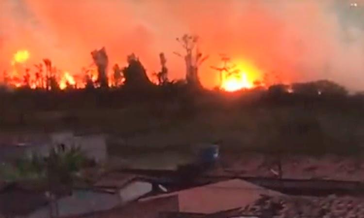 Incêndio de grandes proporções atinge vegetação em Barra da Estiva