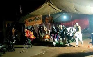 बागपत में प्रदर्शन कर रहे किसानों को पुलिस ने रातोंरात हटाया