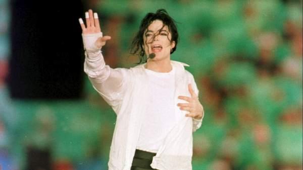 Michael Jackson en un concierto en California en 1993