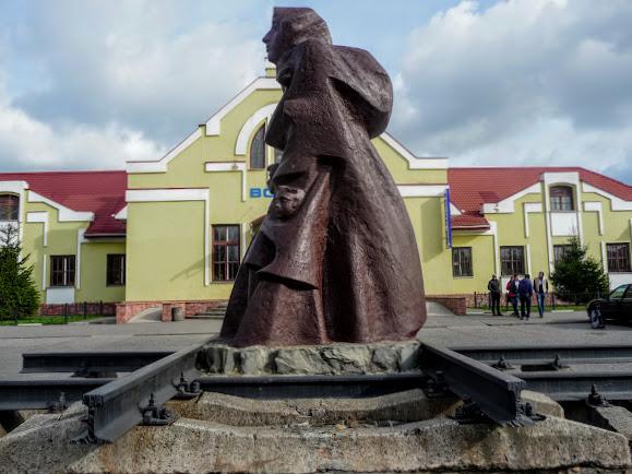 Самбір. Пам'ятник депортованим українцям
