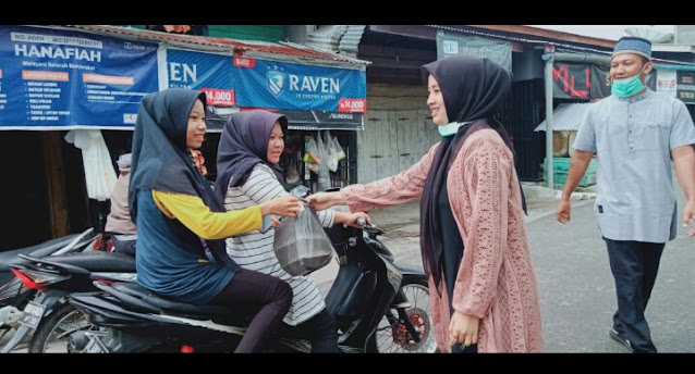 Kegiatan Sosial dan Peduli,Pemuda Meriah Jaya Bagi Bagi Takjil