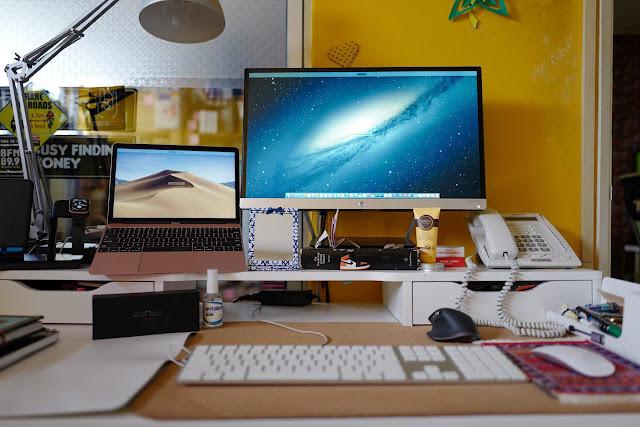 Meja bekerja yang kemas membantu untuk hasilkan kerja yang efisyen dan produktif