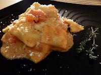 Ravioli cu sos de tomate si oregano