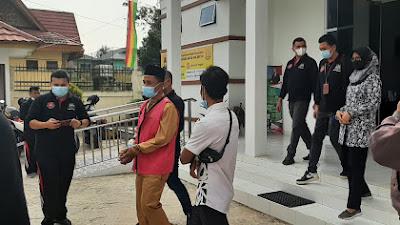 Kejari Pelalawan Tahan Kades Segamai Dalam Perkara Korupsi