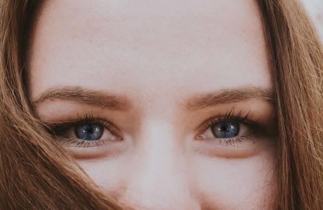 La forma de eliminar definitivamente las bolsas de los ojos