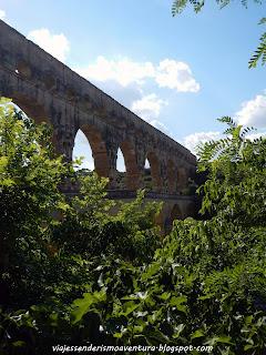 Vista lateral del Pont de Gard (Francia)