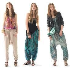 https://fashionsweekend.wordpress.com/2010/08/10/pantalones-harem-de-la-calle-a-la-pasarela/