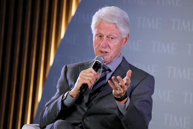 Egy szemtanú szerint Bill Clinton is járt két lánnyal a pedofil Epstein szigetén