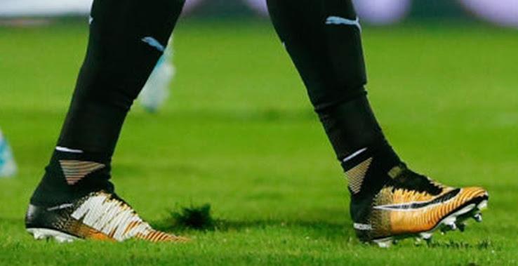 buy online d558b 59206 Nike Hypervenom Face Edinson Cavani Makes Surprise Boot Silo ...