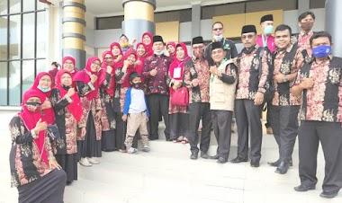 MTsN 1 Padang Beri Dukungan pada Regu Fahmil Putra Sumbar