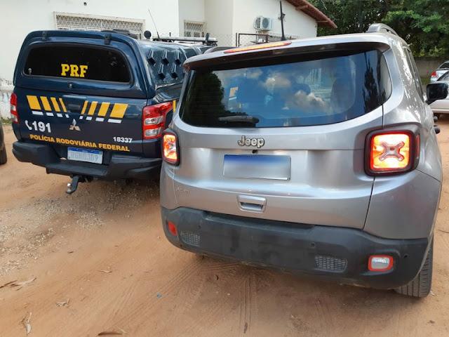 PRF recupera carro roubado e prende homem em Mossoró, RN