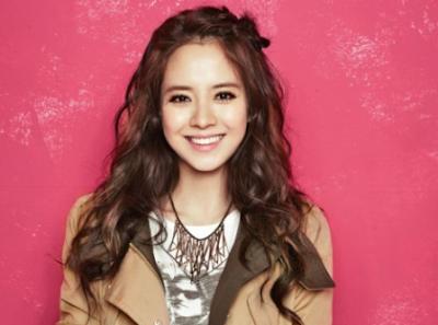 Gaya rambut Keriting Panjang Song Ji Hyo
