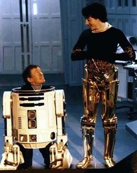 60 Iconic Behind-The-Scenes Pictures Of Actors That Underline The Difference Between Movies And Reality - Close your eyes if you don't want to know what R2D2 and C3PO look like undressed.