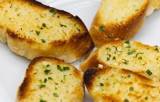 Crispy Garlic Bread | No Oven Instant Garlic Bread Recipe | Baguette Garlic Bread Recipe
