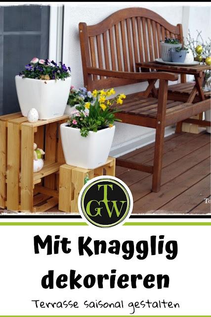 Topfgarten + DIY mit Knagglig (Kiste) und Töpfen viel Platz auf kleinem Raum schaffen - Blumendeko mit Hornveilchen und Bellis passend für den Frühling und Ostern: - Gartenblog Topfgartenwelt #Ostern #Frühling #Garten #OsterdekofürdenGarten