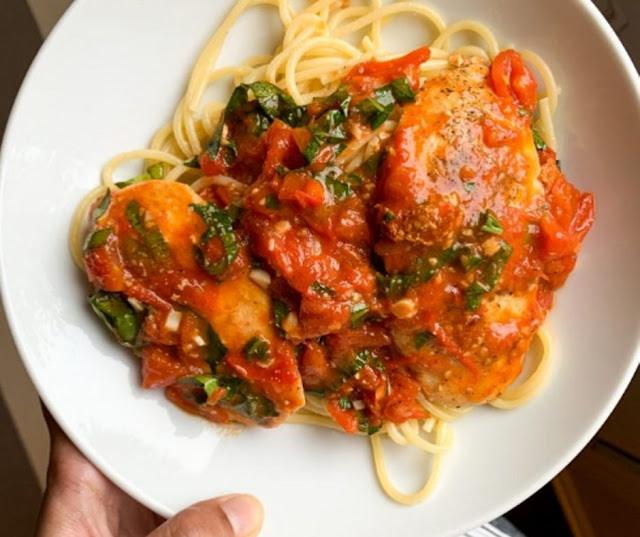 Saucy Burst Tomato Basil Chicken