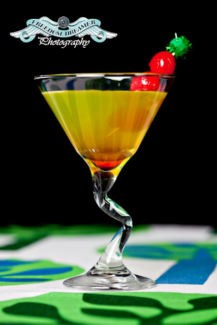 shamrock-a-tini, st pattys day cocktail recipe, cocktail, martini glass, vodka, midori