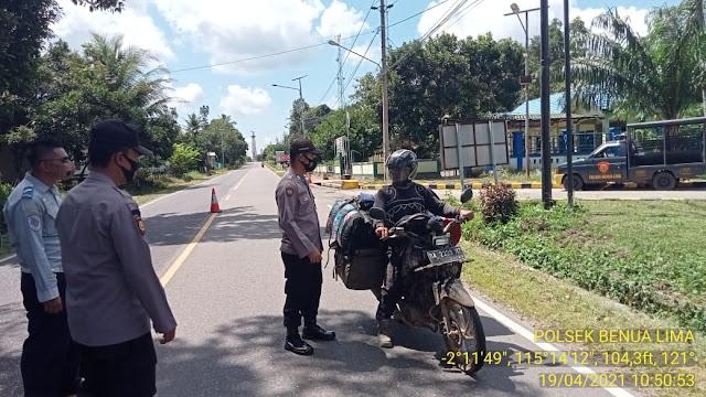 Polsek Dustim Laksanakan Ops Yustisi Kepada Pengguna Jalan Didepan Mako