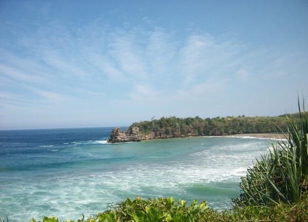 Pantai Serang Blitar Jawa Timur dengan Pasir Putih yang Cantik Tempat Wisata Terbaik Yang Ada Di Indonesia: Pantai Serang Blitar Jawa Timur dengan Pasir Putih yang Cantik